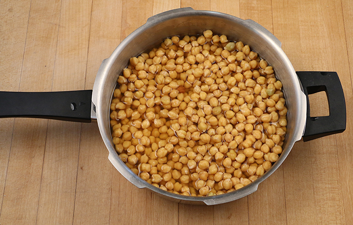 Spicy Escarole with Chickpeas